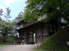 弘前城東内門を外側から.jpg
