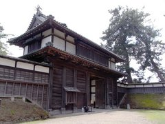 弘前城北門を外側から.jpg