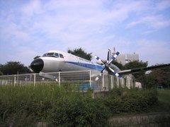 航空公園駅前のYS11