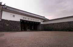 山形城東大手門を桝形内側から.jpg