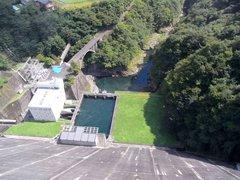 小河内ダム・展望塔から下を見下ろす
