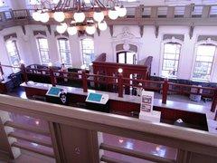赤れんが郷土館・2階より営業室を見下ろす.jpg