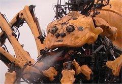 蜘蛛ロボットが水を噴射