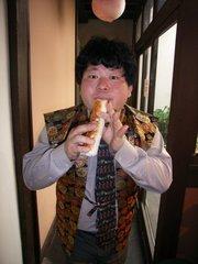 桃太郎のからくり博物館・ちくわ笛を吹く館長