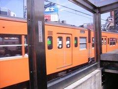 万世橋駅を通過する中央線