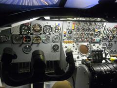 DC-8シミュレータ/機長席.jpg