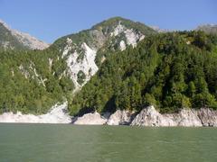 ガルベから見る黒部湖岸.jpg