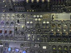 ボーイング747-400/航空機関士席パネル.jpg