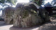 三石神社・巨石.jpg