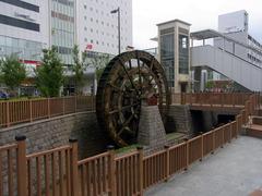 上田駅前・水車.jpg