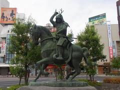 上田駅前・真田幸村像.jpg