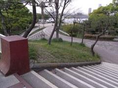 天保山・山頂を見下ろす.jpg