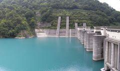 宇奈月ダム・堤体とダム湖.jpg