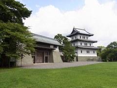 松前城・大手門と天守閣.jpg