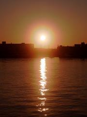 海面に反射する初日の出.jpg