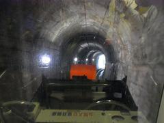 立山ケーブルカー・トンネル.jpg