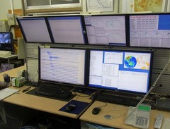精密地震観測室・現業室2.jpg