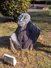 飛鳥資料館・吉備姫王墓の猿石1.jpg