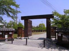 高取城・復元された松門.jpg